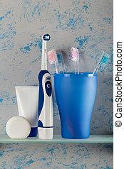 eléctrico, estante, manual, luego, estante, vidrio, cepillo, cepillos de dientes