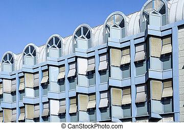 elülső, épülethomlokzat, közül, egy, kortárs, kék, irodaépület
