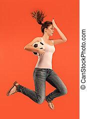 előmozdít, fordíts, a, victory.the, kisasszony, mint, futball foci, játékos, ugrás, és, rúgás labda, -ban, műterem, képben látható, egy, piros