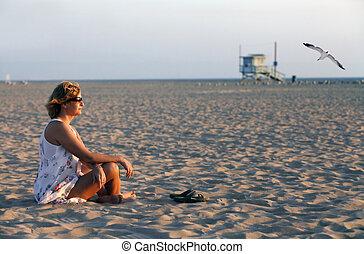 el, adulto, mujer, en, un, costa, de, ocean., los, angeles., santa, monika, playa de venecia
