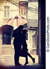el besarse de los pares, en, patio