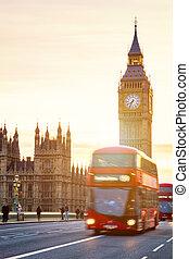 el, big ben, casa parlamento, y, bus de estructura de dos niveles, confuso, en el movimiento, londres, reino unido
