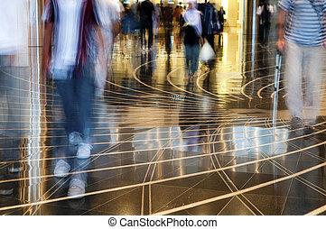 el caminar de la gente, thru, el, mall.