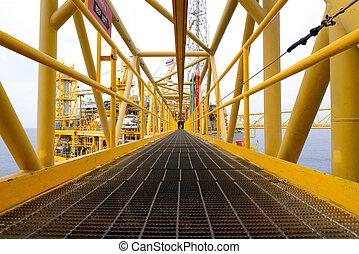 el, camino, puente, de, plataforma petrolífera cercana costa