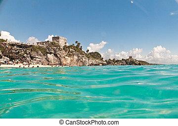 El Castillo, la principal estructura de las Ruinas de Tulum, Mexico. Civilizacion Maya.