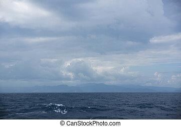 el, cielo, encima, el, tropical, océano, en, día nublado