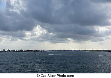 el, cielo nublado, en, el, océano, cerca, el, costa