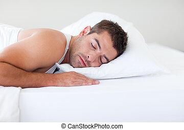 el dormir del hombre, en cama