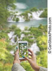 el fotografiar, plitvice, lagos, con, teléfono celular