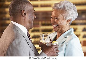 el gozar, pareja, bebida, barra, juntos