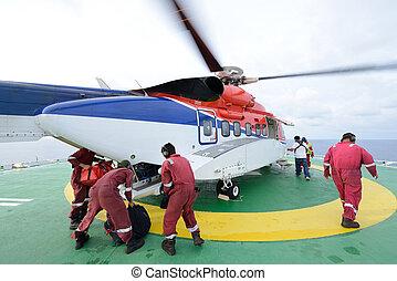 el, helicóptero, aterrizaje, oficial, ser, equipaje carga, y, pasajero, a, embarcar, helicóptero, en, plataforma petrolera, plataforma