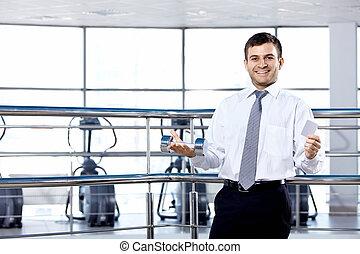 el, hombre de negocios, en, deportes pasillo