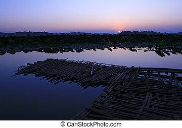 el, lago, con, crepúsculo