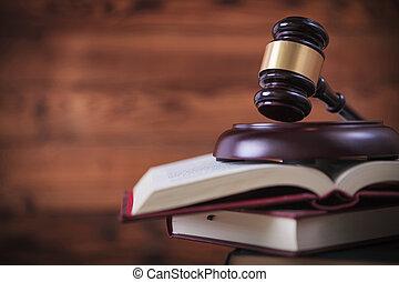 el martillo de juez, encima de, pila, de, libros de ley