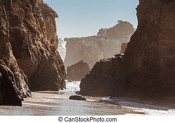 El Matador State Beach, Malibu, California. - Beautiful huge...