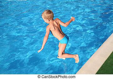 el, niño, saltos, en, pool.