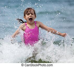 el pequeño reír de la muchacha, y, llanto, en, el, rociar, de, ondas