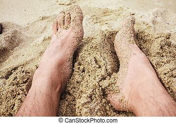 el, pies, de, un, hombre, en la playa