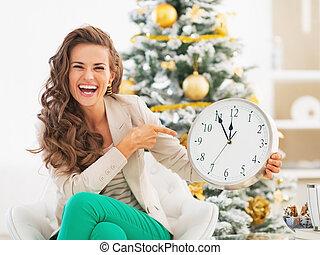 el señalar de la mujer, reloj, árbol, joven, frente, navidad...