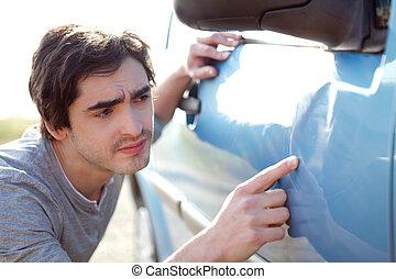 el suyo, coche, el mirar joven, rasguños, hombre
