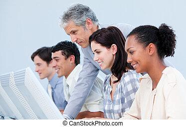 el suyo, confiado, verificar, trabajo, employee\'s, director, maduro