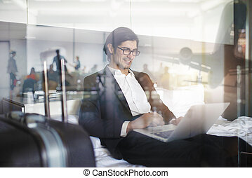 el suyo, doble, computador portatil, fly., viajero, listo, hombre de negocios, exposición