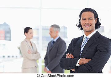 el suyo, empresarios, ejecutivo, dos, brazos, cruce, frente