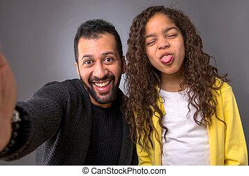 el suyo, hija, toma, padre, selfies, negro