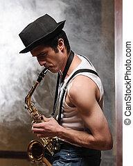 el suyo, humo, improvisar, jazz, joven, sax, saxophone., plano de fondo, guapo, juego, hombre