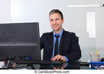 el suyo, oficina, computadora, hombre de negocios, utilizar, feliz
