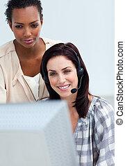 el suyo, pensativo, verificar, trabajo, employee\'s, director