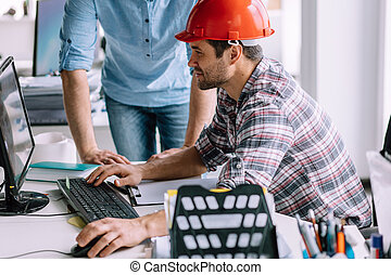 el suyo, planes, oficinista, computadora, repasar