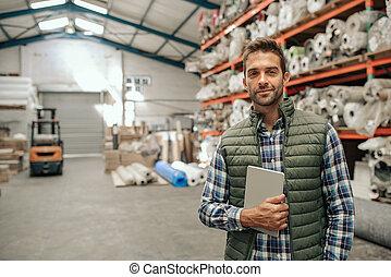 el suyo, tableta, trabajador, grande, tenencia, digital, almacén, sonriente