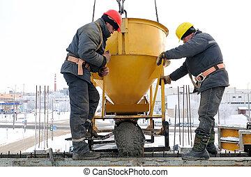 el verter, trabajadores, construcción, forma, concreto