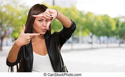 elaboración, marco, mujer, joven, dedos