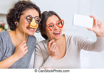 elaboración, tener diversión, dos, selfies., hermanas, ...