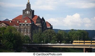 elbe, jaune, tram, rivière, travers, pont