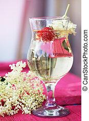 elder Kvass in a glass