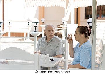 Elderly couple enjoying drinks together