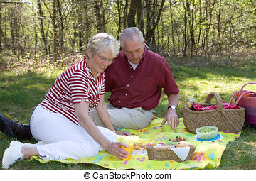 Elderly couple pic-nic - Elderly couple enjoying a lovely ...