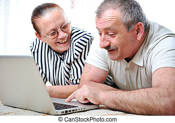 elderly couple with laptop
