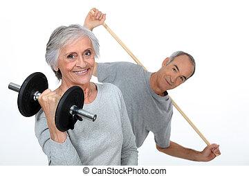 Elderly gym enthusiasts