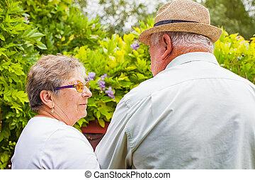 elderly kopplar ihop, i kärlek