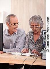 elderly kopplar ihop, inlärning, dator, expertis