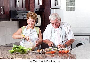 elderly kopplar ihop, matlagning, in, kök hemma