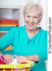 elderly kvinde, during, husarbejde