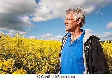 elderly man in coleseed