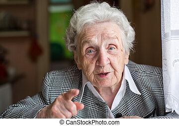 Elderly woman gesturing in the conversation.