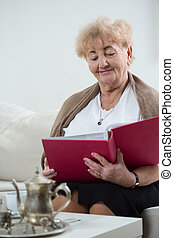 Elderly woman watching pictures