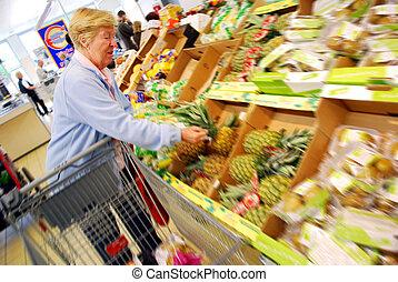 eldery, compras de mujer, supermercado